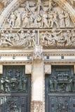 St Vitus Cathedral, facciata, sollievo, portale gotico, Praga, repubblica Ceca di XIV secolo Fotografie Stock Libere da Diritti