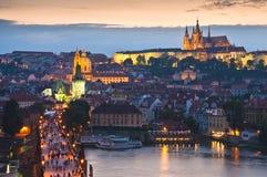 St Vitus Cathedral, het Kasteel van Praag en Charles Bridge Stock Foto