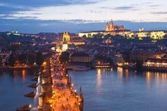 St Vitus Cathedral, het Kasteel van Praag en Charles Bridge Stock Afbeeldingen