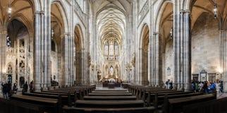 St Vitus Cathedral i Hradcany, den mest berömda kyrkan i Pragu Arkivbild