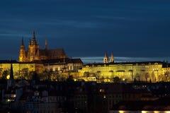 St Vitus Cathedral nella sera fotografia stock
