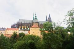 St Vitus Cathedral a Praga di estate immagine stock libera da diritti