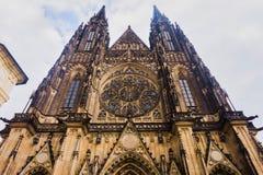 St Vitus Cathedral a Praga di estate fotografie stock