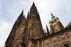 St Vitus Cathedral, Praga, República Checa, vista de baixo de Imagem de Stock