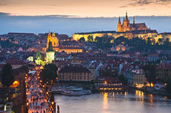 St Vitus Cathedral, Prague slott och Charles Bridge Arkivfoto