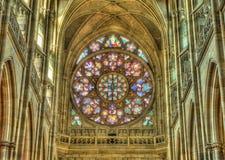 St Vitus Cathedral som lokaliseras inom den Prague slotten Arkivbild