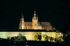 St Vitus kathedraal in nacht Stock Foto