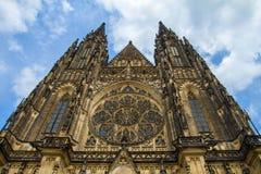St.Vitus, Wenceslas en Adalbert Cathedral in Hradcany Stock Foto's
