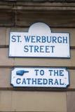 St Werburgh Straat en Kathedraalteken; Chester royalty-vrije stock afbeeldingen