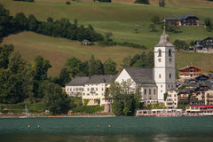 St. Wolfgang auf den Banken des Wolfgangsee, Österreich Lizenzfreie Stockfotos