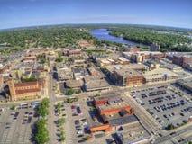 St.-Wolke ist eine Stadt in Mittel-Minnesota auf dem Fluss Mississipi mit einer Universität lizenzfreie stockfotos