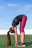 Stać przedniego rozciągliwości sprawności fizycznej kobiety rozciąganie Zdjęcia Stock