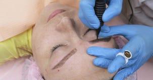 Sta?y makeup, tatuowa? brwi Cosmetologist stosowa? uzupe?nia zbiory wideo