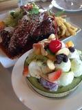 staak en fruit salade Stock Foto