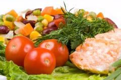 Staak van een zalm met groenten Royalty-vrije Stock Afbeelding