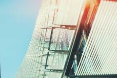 Staal of chroom en glas abstracte voorgevel van de bureaubouw royalty-vrije stock foto's