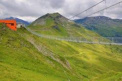 Staalbrug, de Manier van Stubnerkogel, Slechte Gastein, Kabelbaan, Oostenrijk Stock Fotografie