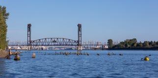Staalbrug over de WIllamette-riviermening van St Johns Brug royalty-vrije stock fotografie