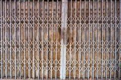 Staaldeur die de textuurpatroon en achtergrond vouwen van de staaldeur royalty-vrije stock afbeelding