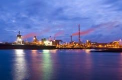 Staalfabriek bij nacht Royalty-vrije Stock Afbeelding