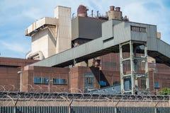 Staalfabriek en blauwe sluw Royalty-vrije Stock Fotografie