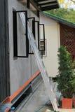 Staalladder met venster Royalty-vrije Stock Fotografie