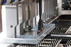 Staalplaat buigende machine Stock Afbeeldingen