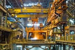 Staalproductie bij de metallurgische installatie Stock Afbeelding