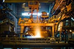Staalproductie bij de metallurgische installatie Stock Afbeeldingen