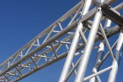 Staalstructuur op blauwe hemel Stock Afbeeldingen