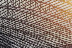 Staalstructuur van groot dak stock afbeelding