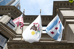 Staat Illinois-Emblem und Chicago-Flagge Stockfoto
