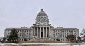 Staat Missouri-Kapitol-Gebäude in fallendem Schnee stockfoto
