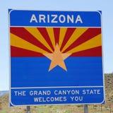 Staat van de verkeersteken van Arizona bij de staatsgrens Royalty-vrije Stock Foto