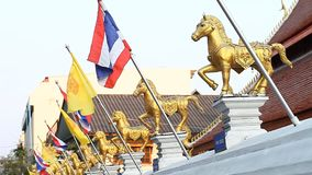 Staatsflagge des Königreiches Thailand Rot-weiß-blaues Tricolour symbolisiert den Leute-Religionkönig stock video footage