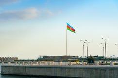 Staatsflagge-Quadrat in Baku Stockfotos