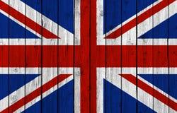 Staatsflagge Vereinigten Königreichs auf altem hölzernem Hintergrund Lizenzfreie Stockfotos