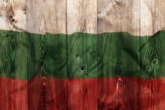 Staatsflagge von Bulgarien, hölzerner Hintergrund Stockfotografie
