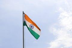 Staatsflagge von Indien auf einem Fahnenmast lizenzfreies stockbild