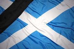 Staatsflagge von Schottland mit schwarzem Trauerband Stockfoto