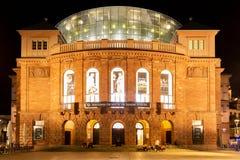 Staatstheater Mayence la nuit images stock