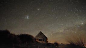 Stabiler Schuss der majestätischen Belichtung der Zeitspanne langen des Nordlichtnächtlichen himmels mit langsamem hellem Sternme stock video footage
