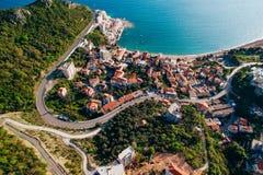 Stabilimento Rafailovici, Budua Riviera, Montenegro La costa di Fotografia Stock Libera da Diritti