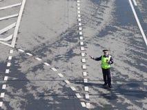 Stabilisierter Verkehr des Polizeibeamten, Moskau Lizenzfreies Stockfoto