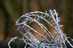Stacheldraht auf einem Zaun Stockfotografie