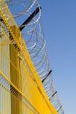 Stacheldraht-Zaun stockbilder