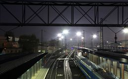 Stacja kolejowa w mieście Dnipro przy nocą, Ukraina Zdjęcie Stock