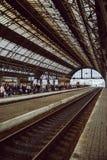 Stacja kolejowa z ludźmi Zdjęcia Stock