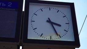 Stacja kolejowa zegar i informacji deska moscow zbiory