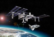 Stacja kosmiczna w orbicie wokoło ziemi, z wahadłowem. ilustracja wektor